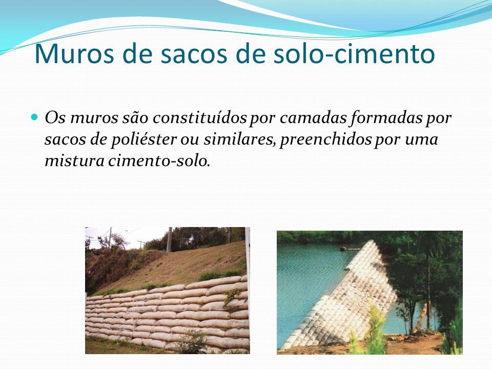 Muros de sacos de solo-cimento Os muros são constituídos por camadas formadas por sacos de poliéster ou similares, preenchidos por uma mistura cimento