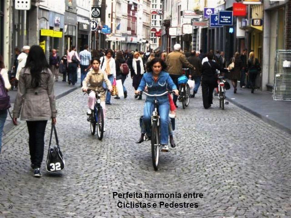 Perfeita harmonia entre Ciclistas e Pedestres 20
