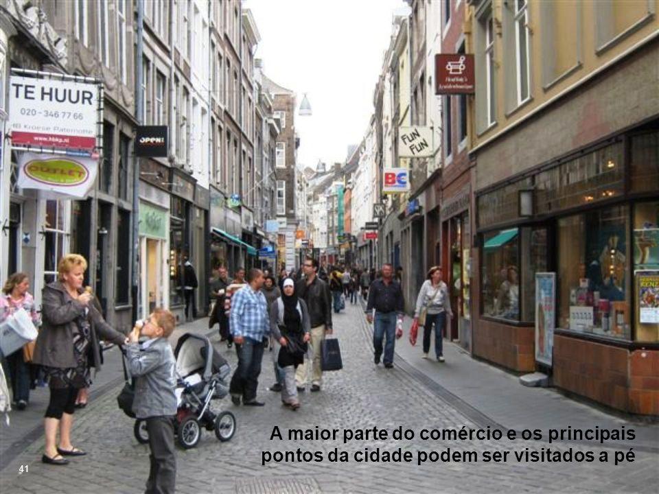 A maior parte do comércio e os principais pontos da cidade podem ser visitados a pé 41