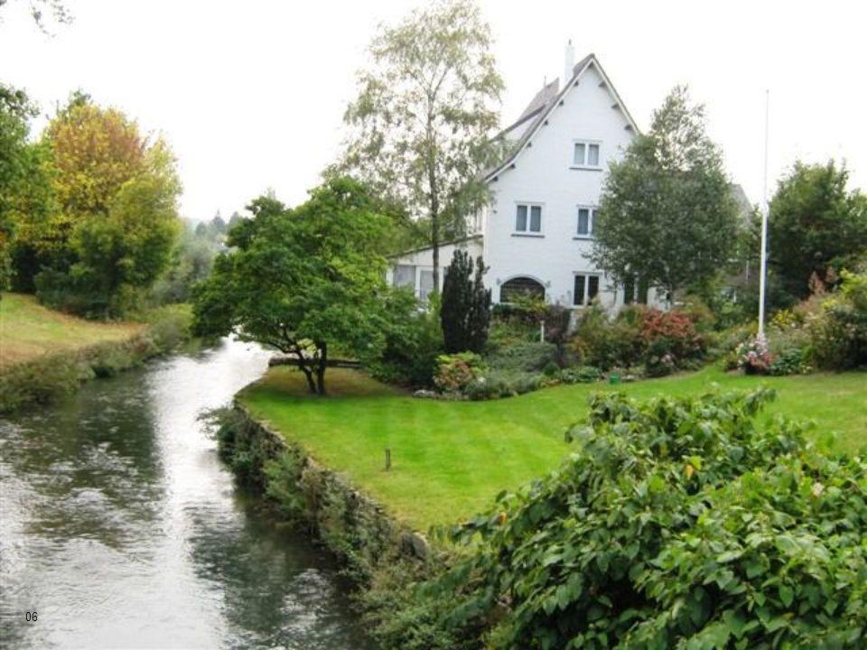 Localizada na ponta sul da Holanda, muito próxima da Bélgica e da Alemanha. 05