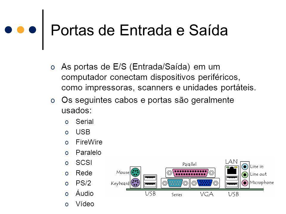 Portas de Entrada e Saída o As portas de E/S (Entrada/Saída) em um computador conectam dispositivos periféricos, como impressoras, scanners e unidades