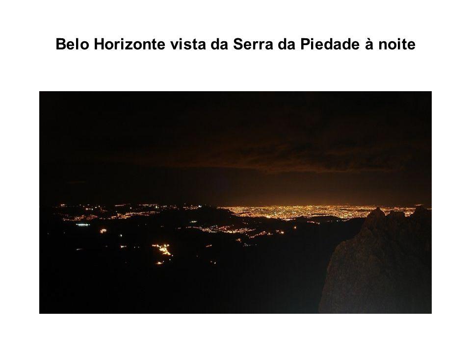 Belo Horizonte vista da Serra da Piedade à noite