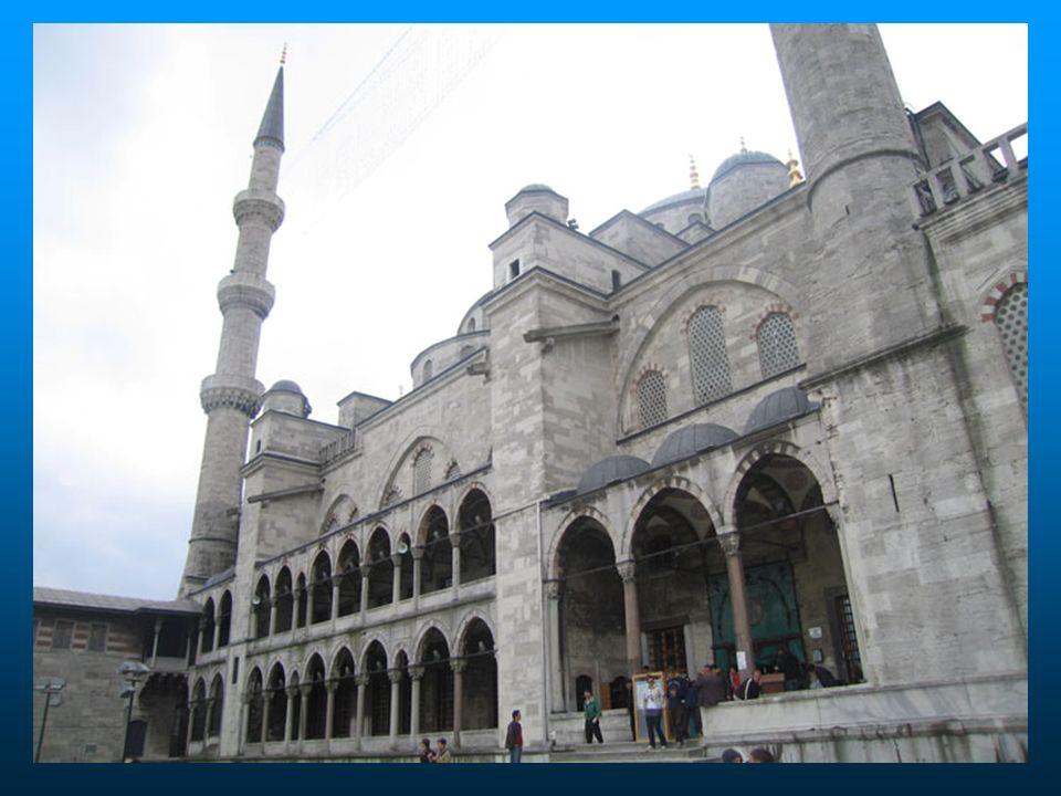 Próximo à bela Mesquita Azul