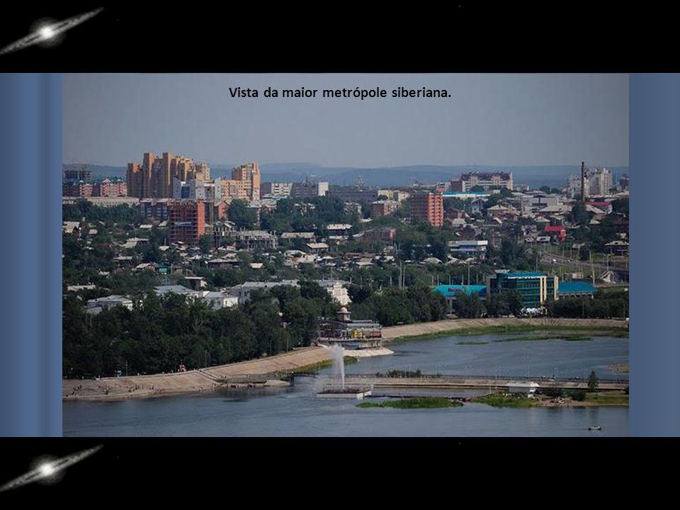 A maior cidade da Sibéria e da região é Irkutsk, na foz do Rio Angara. Com mais de 1 milhão de habitantes em sua região metropolitana. Seus habitantes