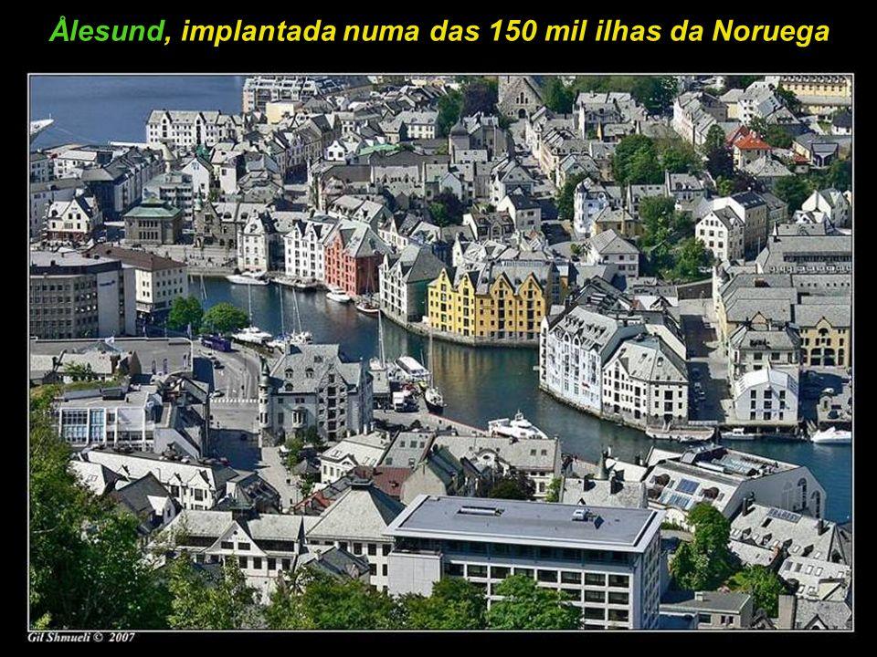 A bela cidade de Ålesund, banhada pelo Oceano Atlântico