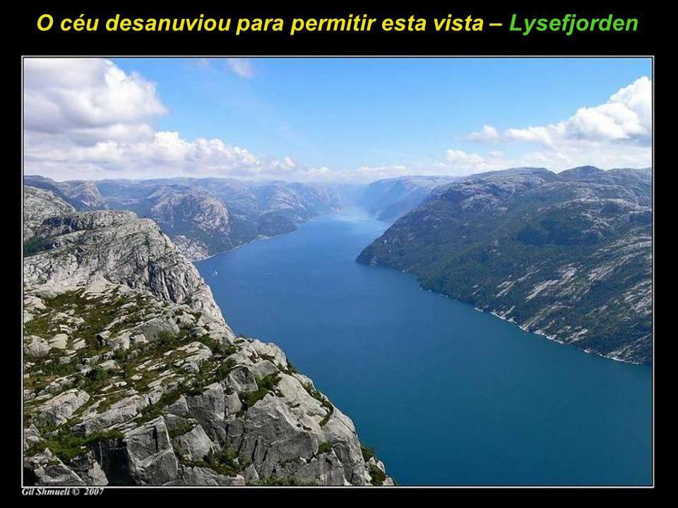 Renovando o espírito em cima dos rochedos – Lysefjorden