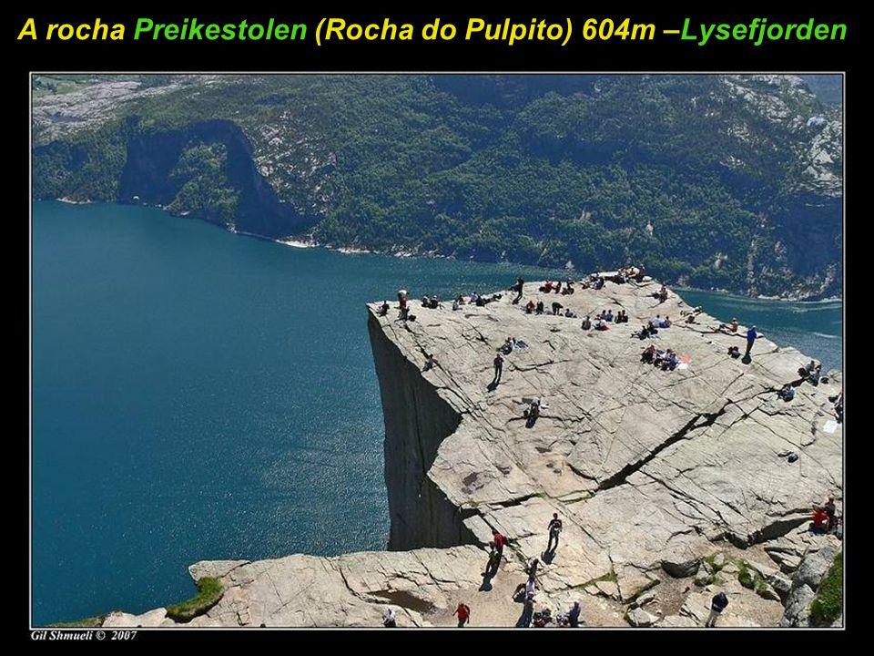 A rocha Preikestolen (Rocha do Pulpito) 604m –Lysefjorden