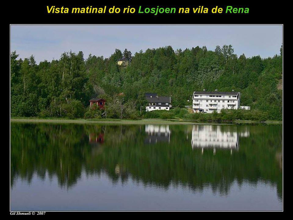 Vista matinal do rio Losjoen na vila de Rena