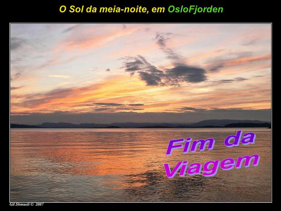 Apaixonados observando o pôr do sol em OsloFjorden
