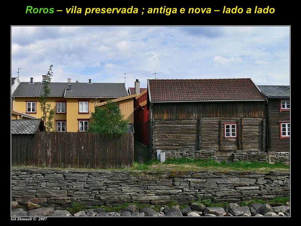 Roros – vila preservada ; antiga e nova – lado a lado