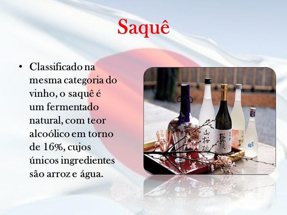 Saquê Classificado na mesma categoria do vinho, o saquê é um fermentado natural, com teor alcoólico em torno de 16%, cujos únicos ingredientes são arr