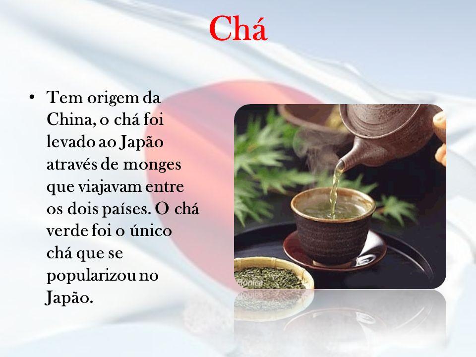 Chá Tem origem da China, o chá foi levado ao Japão através de monges que viajavam entre os dois países. O chá verde foi o único chá que se popularizou