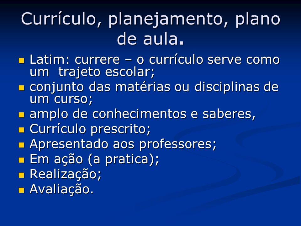 Currículo, planejamento, plano de aula. Latim: currere – o currículo serve como um trajeto escolar; Latim: currere – o currículo serve como um trajeto