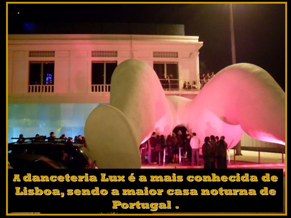 Pode optar pelos bares e discotecas das Docas situadas entre Alcântara e Santa Apolónia.
