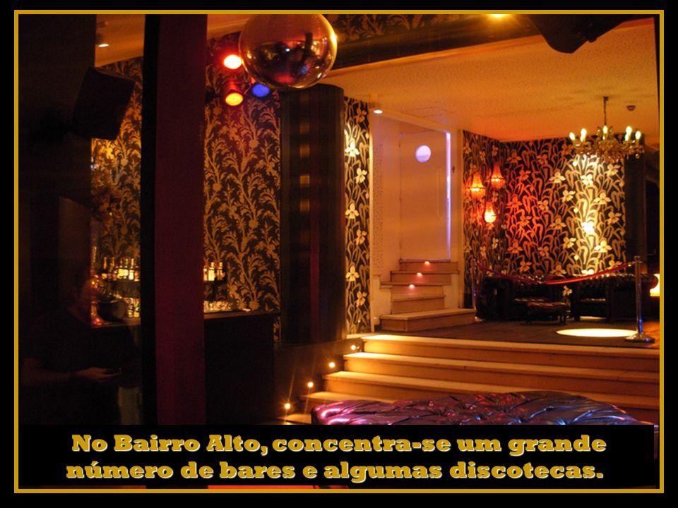 N NN No Bairro Alto, concentra-se um grande número de bares e algumas discotecas.