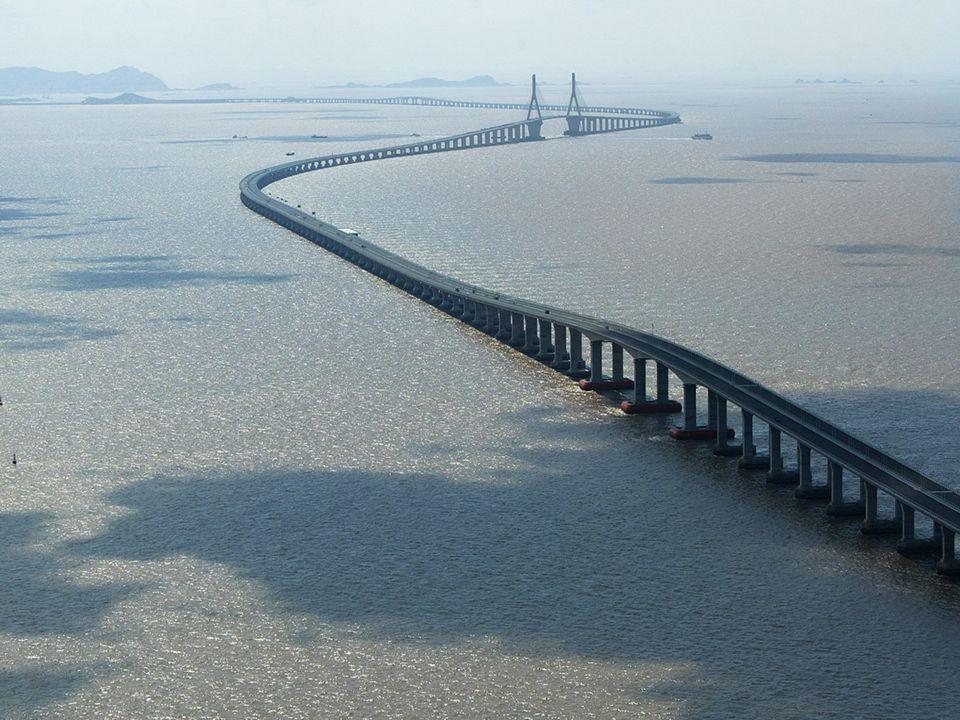 A ponte em forma de S é especialmente projetada e construída para resistir aos furacões e às tempestades