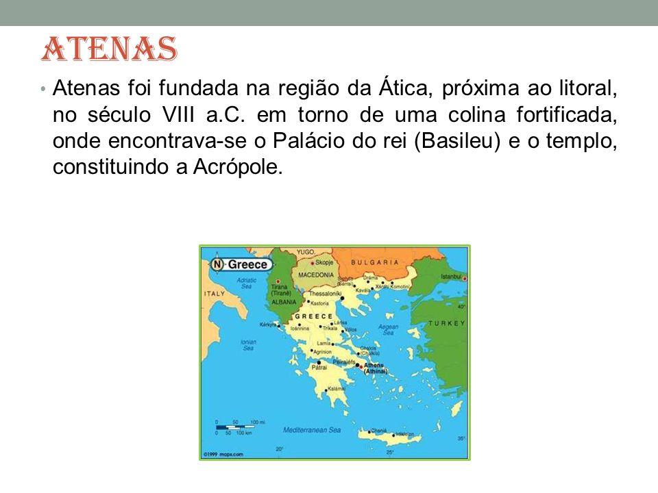 ATENAS Atenas foi fundada na região da Ática, próxima ao litoral, no século VIII a.C. em torno de uma colina fortificada, onde encontrava-se o Palácio