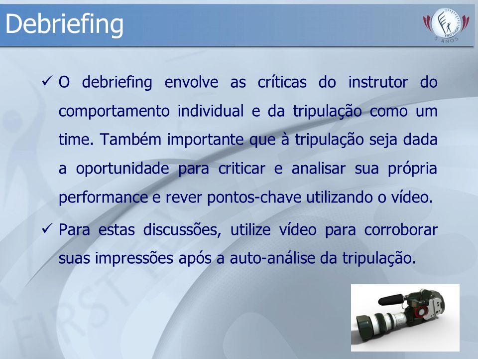 Debriefing O debriefing envolve as críticas do instrutor do comportamento individual e da tripulação como um time. Também importante que à tripulação