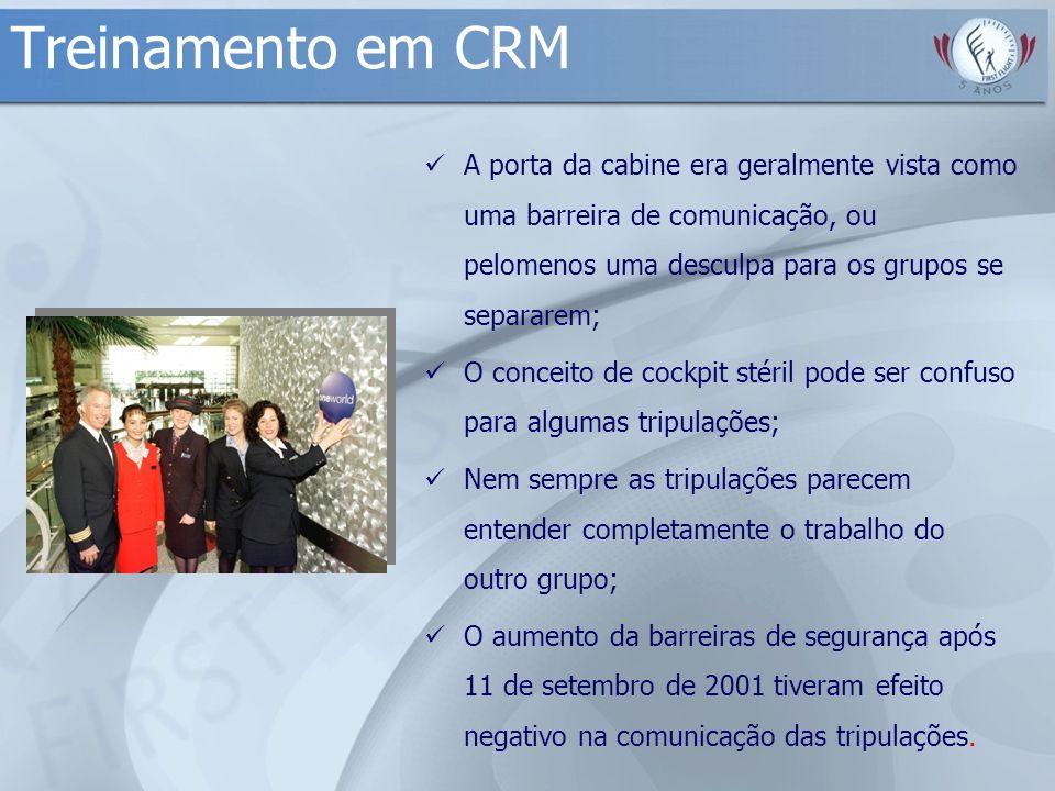 Treinamento em CRM A porta da cabine era geralmente vista como uma barreira de comunicação, ou pelomenos uma desculpa para os grupos se separarem; O c