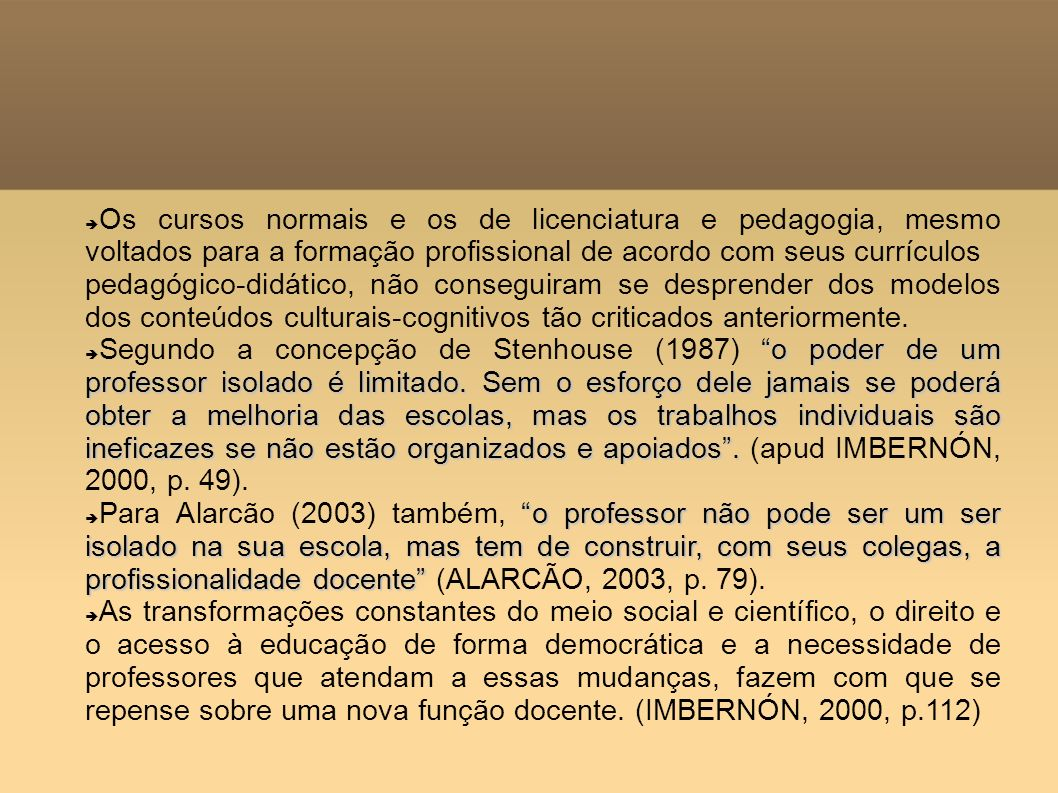 Os cursos normais e os de licenciatura e pedagogia, mesmo voltados para a formação profissional de acordo com seus currículos pedagógico-didático, não
