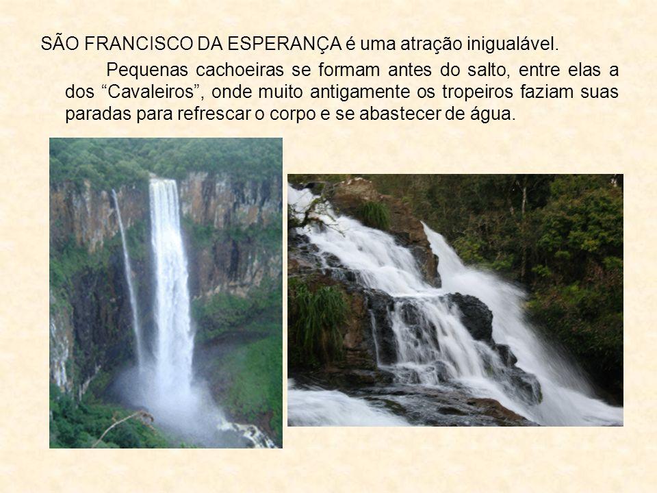 SÃO FRANCISCO DA ESPERANÇA é uma atração inigualável. Pequenas cachoeiras se formam antes do salto, entre elas a dos Cavaleiros, onde muito antigament