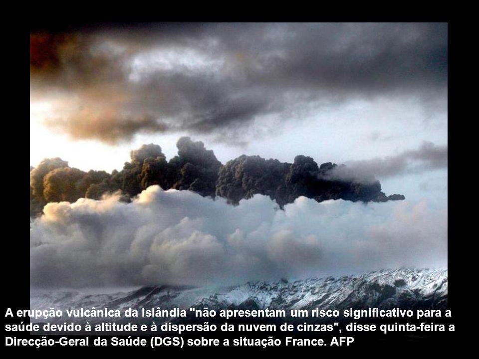 A nuvem de cinzas lançadas pelo vulcão Eyjafjallajökull limita a visibilidade e pode causar danos aos motores das aeronaves. Vôos no norte da Europa f