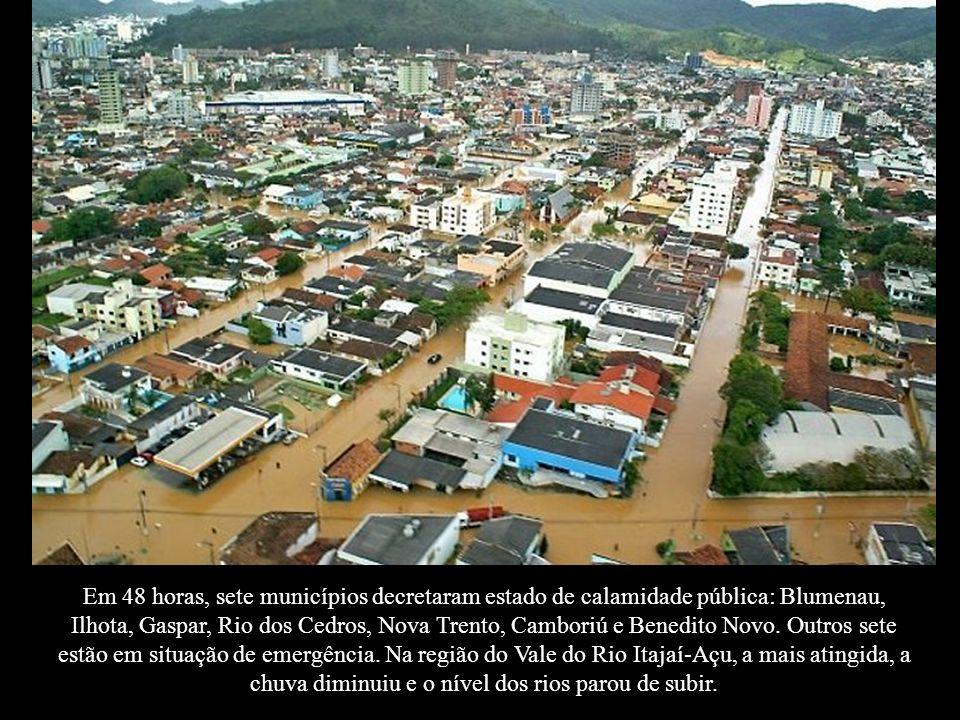 Em 48 horas, sete municípios decretaram estado de calamidade pública: Blumenau, Ilhota, Gaspar, Rio dos Cedros, Nova Trento, Camboriú e Benedito Novo.