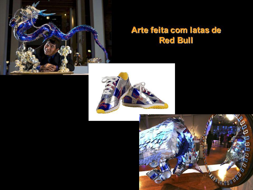 Esculturas feitas com garrafas pet
