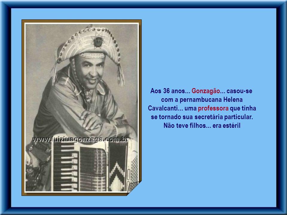 Em 1945... a cantora Odaléia deu à luz um menino. Ele tinha um caso com a moça – assumiu a paternidade da criança... dando-lhe o seu nome... Luiz Gonz