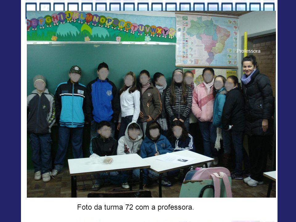 Foto da turma 72 com a professora. Professora
