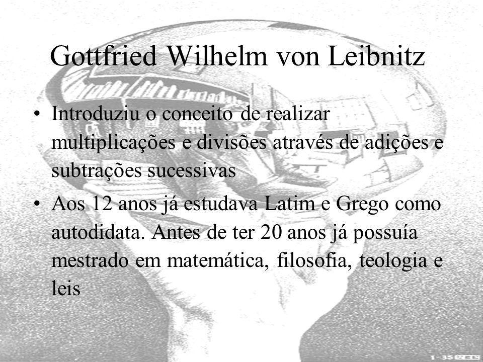 Gottfried Wilhelm von Leibnitz Introduziu o conceito de realizar multiplicações e divisões através de adições e subtrações sucessivas Aos 12 anos já e