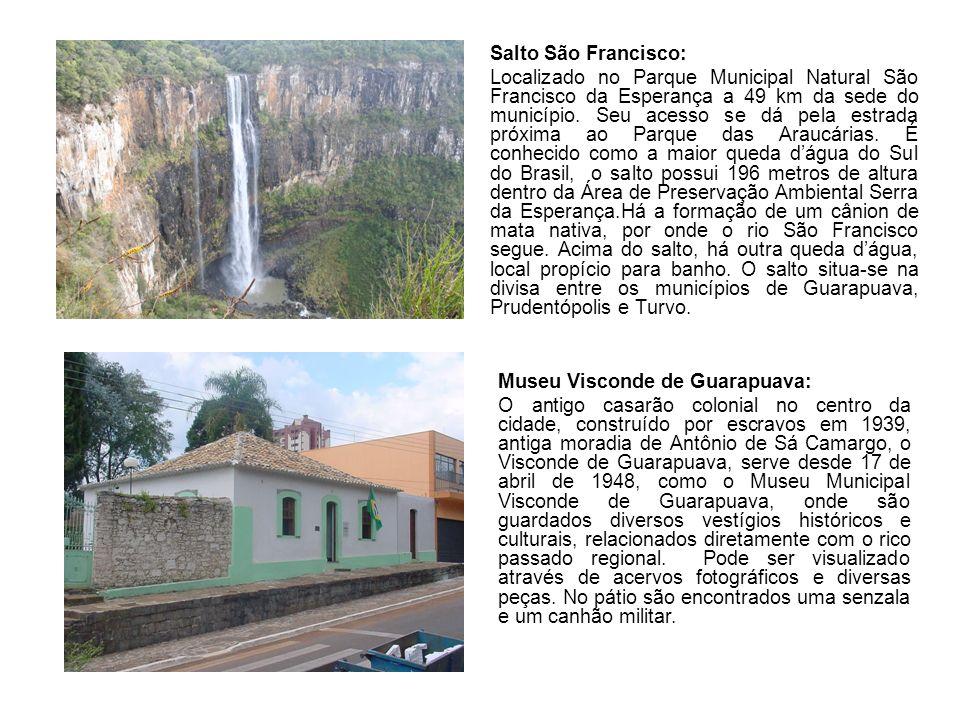 Salto São Francisco: Localizado no Parque Municipal Natural São Francisco da Esperança a 49 km da sede do município.
