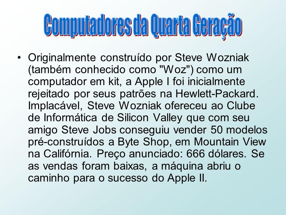 Originalmente construído por Steve Wozniak (também conhecido como Woz ) como um computador em kit, a Apple I foi inicialmente rejeitado por seus patrões na Hewlett-Packard.