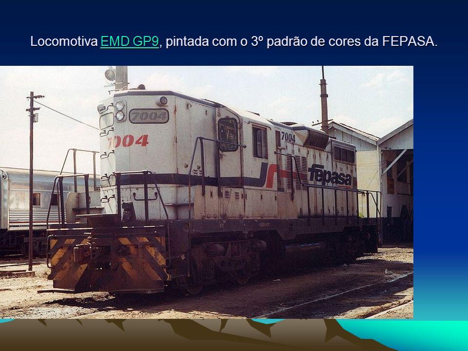 Locomotiva EMD GP9, pintada com o 3º padrão de cores da FEPASA. EMD GP9EMD GP9