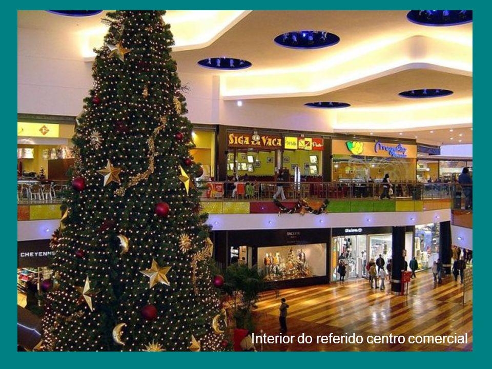 Um Centro Comercial (Shopping)