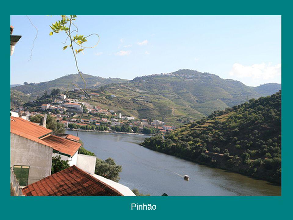 Pinhão – ao fundo Rio Douro