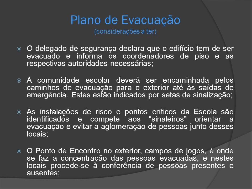Plano de Evacuação (considerações a ter) O delegado de segurança declara que o edifício tem de ser evacuado e informa os coordenadores de piso e as re