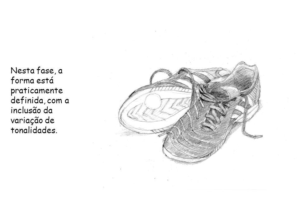 Na parte final do desenho, os traços são mais fortes, os pormenores mais completos, as sombras e as texturas mais definidas.