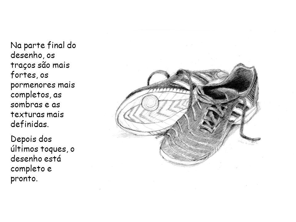 Umas sandálias são o modelo da forma a desenhar, para a segunda técnica: desenhar a partir de uma parte da forma.