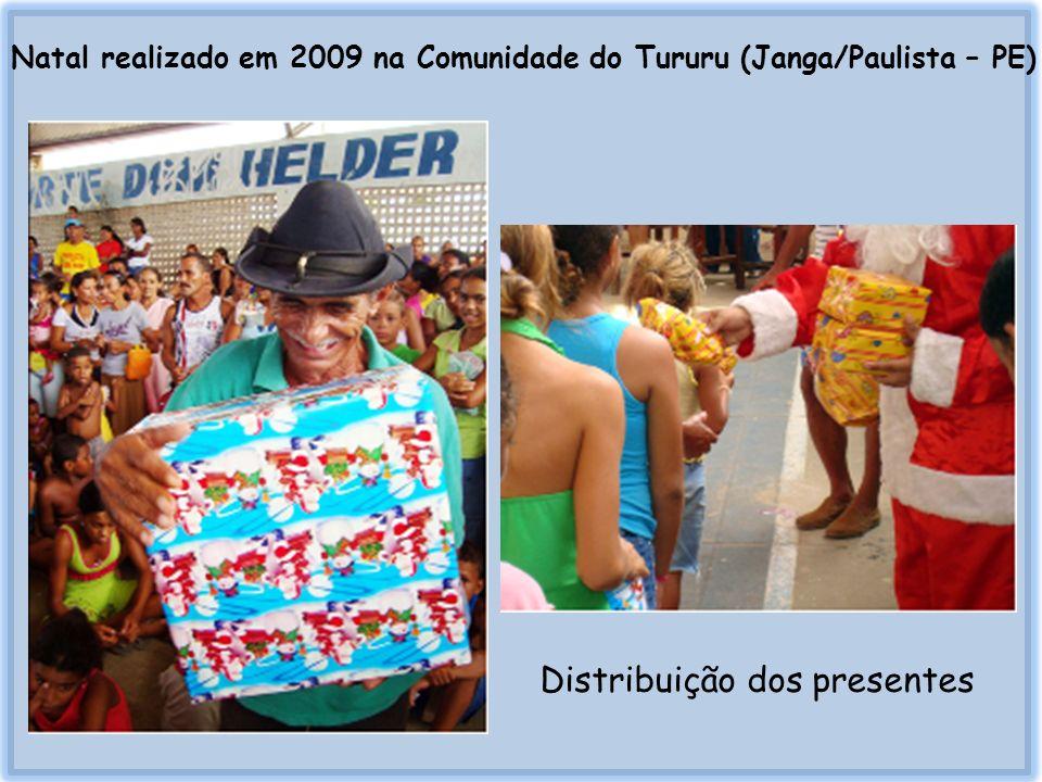 Viagem realizada em 2009 para o município de Escada - PE Confeitos para as crianças Alimentos para a confecção de 350 cestas básicas Brinquedos para as crianças