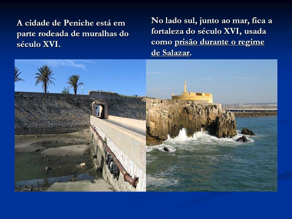 A cidade de Peniche está em parte rodeada de muralhas do século XVI. No lado sul, junto ao mar, fica a fortaleza do século XVI, usada como prisão dura