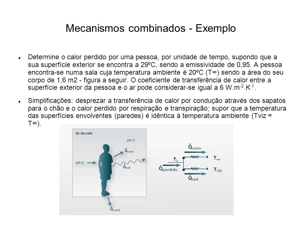 Mecanismos combinados - Exemplo Determine o calor perdido por uma pessoa, por unidade de tempo, supondo que a sua superfície exterior se encontra a 29ºC, sendo a emissividade de 0,95.