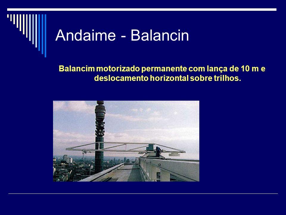 Andaime - Balancin Balancim motorizado permanente com lança de 10 m e deslocamento horizontal sobre trilhos.