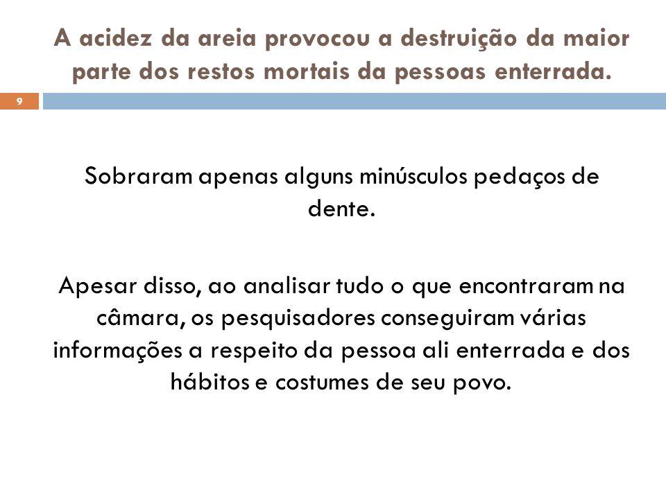 10 Segundo os estudiosos, a presença de uma espada e de fivelas de sapatos masculinos sugere que o morto era um homem.