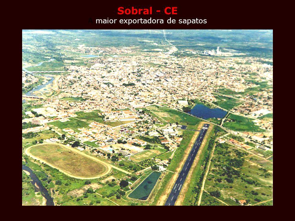 Sobral - CE Sobral - CE A maior exportadora de sapatos Nos anos 90, as indústrias de sapato gaúchas migraram para o Ceará, que passou a fabricar 37% d