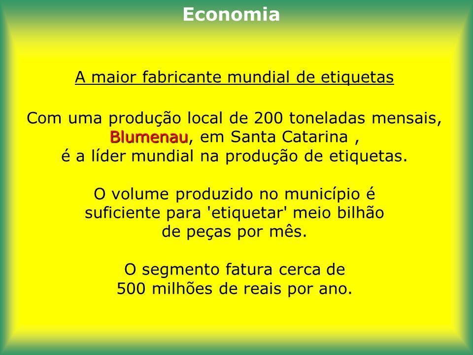 A maior produtora mundial de suco de laranja Itápolis, na região central do estado de São Paulo, produz 710 000 toneladas de laranja por ano. A fruta