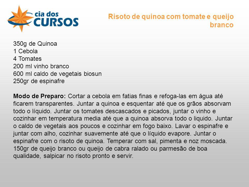 350g de Quinoa 1 Cebola 4 Tomates 200 ml vinho branco 600 ml caldo de vegetais biosun 250gr de espinafre Modo de Preparo: Cortar a cebola em fatias finas e refoga-las em água até ficarem transparentes.