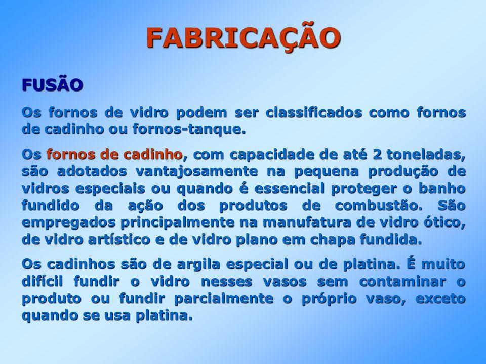 FABRICAÇÃO FUSÃO Os fornos de vidro podem ser classificados como fornos de cadinho ou fornos-tanque. Os fornos de cadinho, com capacidade de até 2 ton