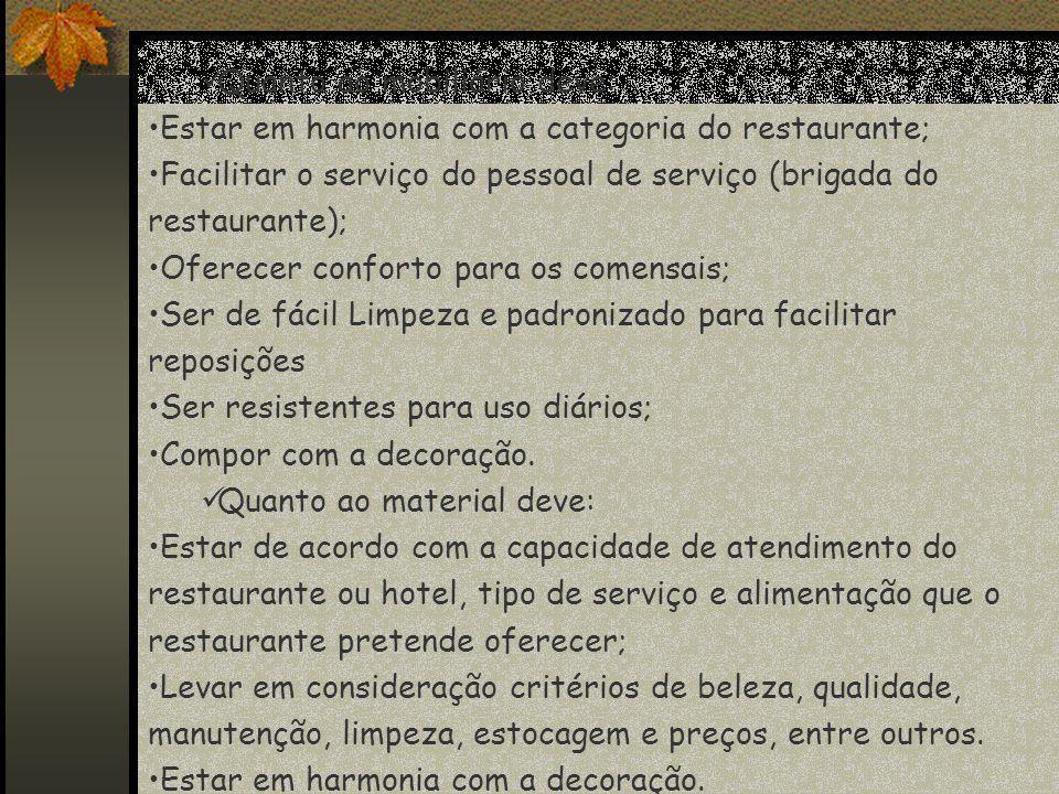 Quanto ao mobiliário deve: Estar em harmonia com a categoria do restaurante; Facilitar o serviço do pessoal de serviço (brigada do restaurante); Ofere