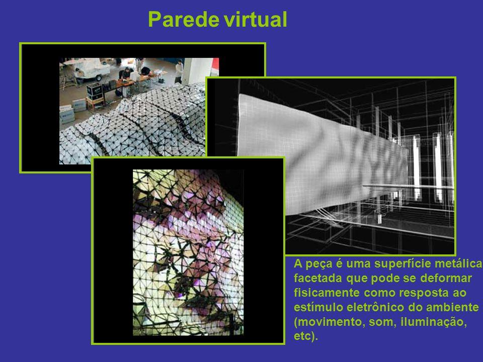 Parede virtual A peça é uma superfície metálica facetada que pode se deformar fisicamente como resposta ao estímulo eletrônico do ambiente (movimento, som, iluminação, etc).